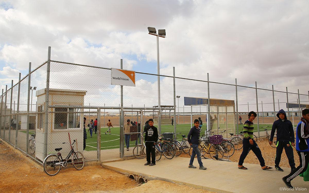 아즈락 난민캠프의 유일한 초록색, 월드비전 축구장