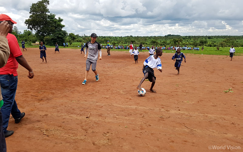 조금 어색하던 분위기를 날려준 축구시합. 루카 형 그리고 동네 친구들과 저는 신나게 축구를 하며 금세 친해졌습니다.