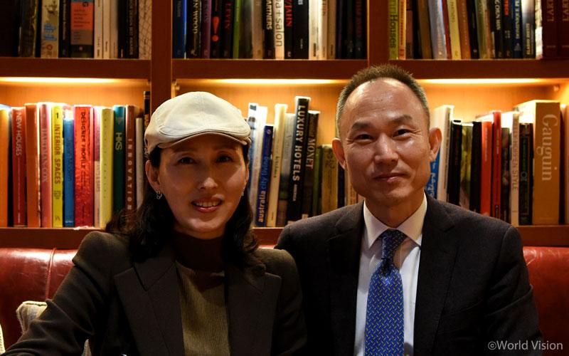 김동식, 신현란 후원자