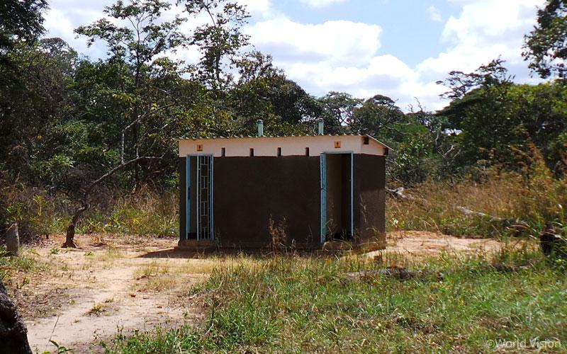 새로 지어진 화장실
