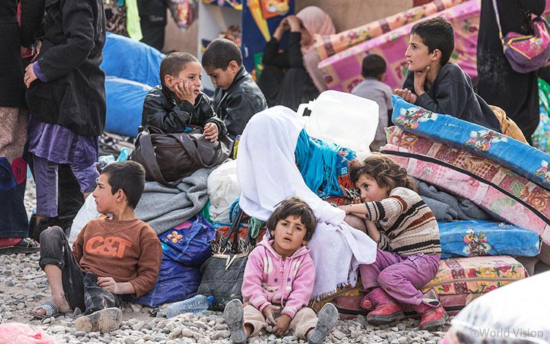 이라크 모술 지역의 분쟁을 피해 온 난민캠프 아이들의 모습