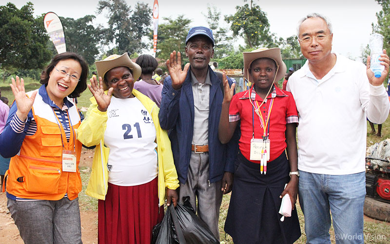 2017_story_autumn_ugandaSponsor03