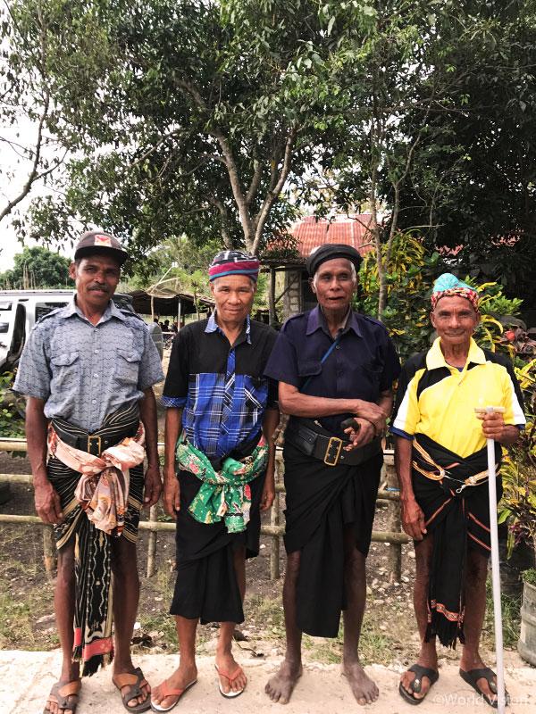 2014년에 장례문화 간소화를 선언한 콤바파리(Kombapari) 마을의 원로들