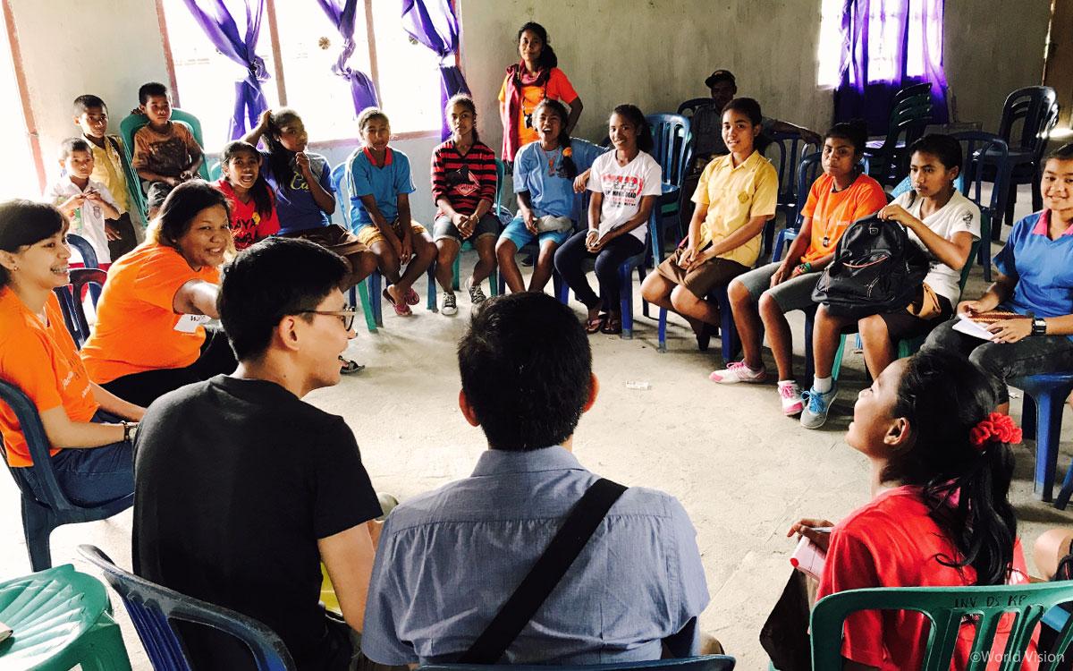 아이들은 아동클럽을 통해 자신들의 권리를 알고 마을회의를 통해 목소리를 내기도 한다.)