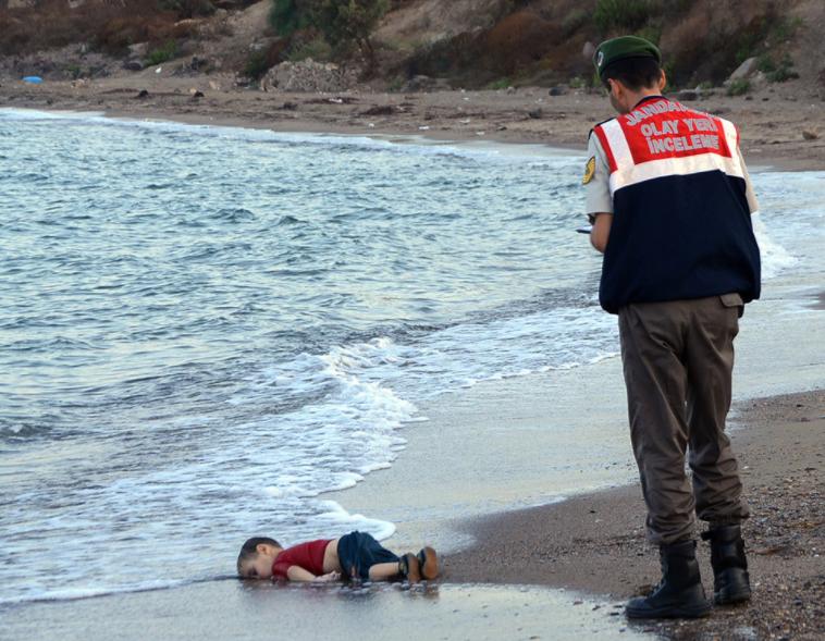 시리아 난민 이슈의 심각성을 알린 세 살 쿠르디의 죽음/사진출처: AP통신
