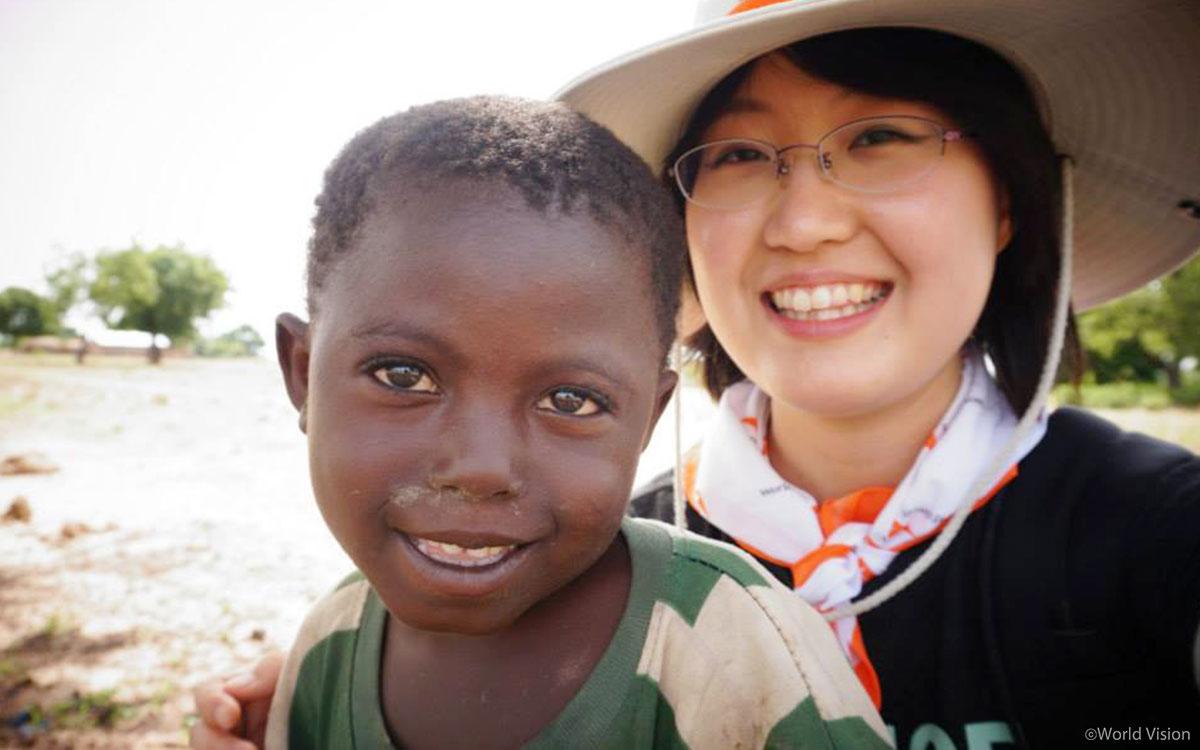 아프리카에서 만난 아이와 함께