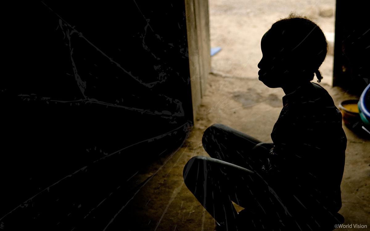 여성 할례로 인해 숨어지내는 여성3