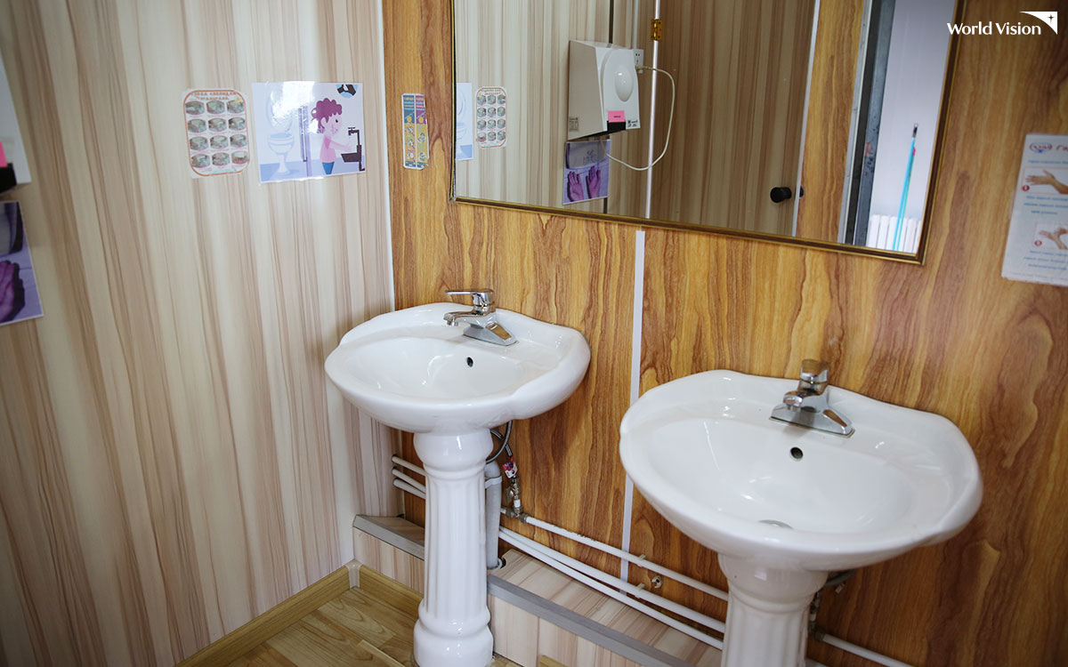 호튼트 학교의 화장실은 너무나 깨끗하게 관리되고 있어서 깜짝 놀랄 정도였어.