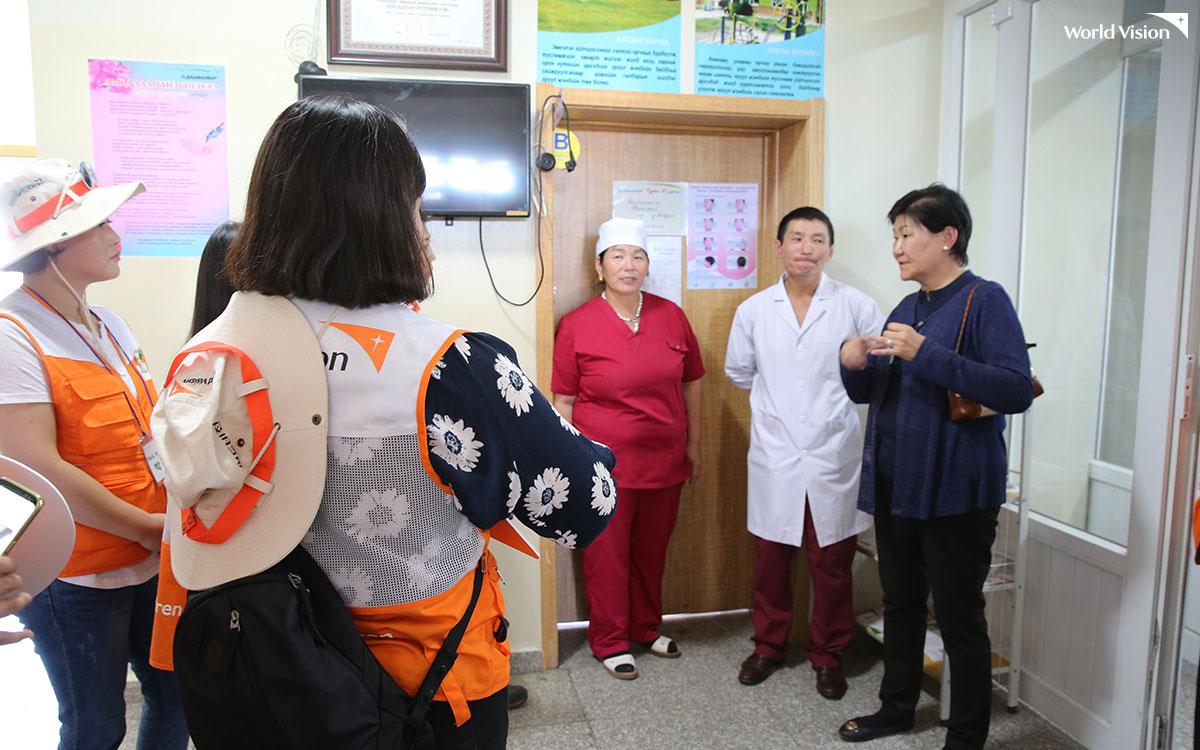 바텐겔 보건소에서는 주민들의 건강을 건강 관리 시스템과 보건소 운영 방식에 대해 자세한 설명을 들을 수 있었지.