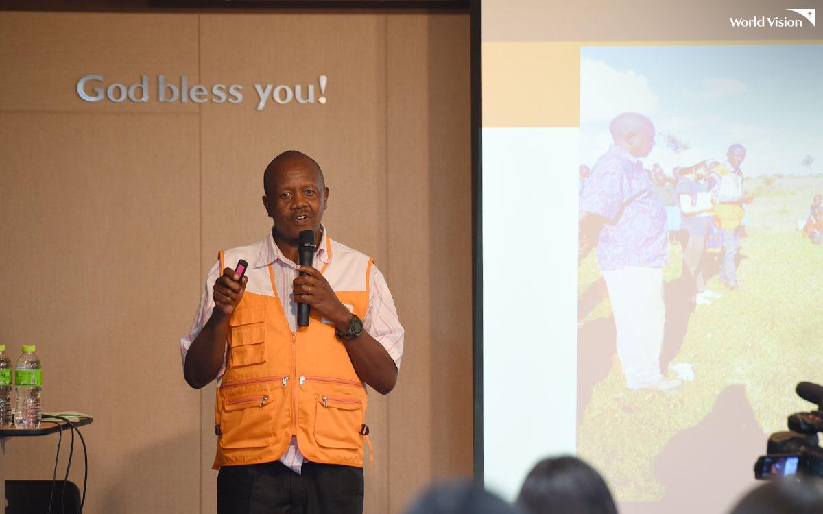 새내기 모임 둘째 날, 자립을 앞둔 케냐 로로키 사업장의 책임자가 방문하여 후원자님들께 생생한 로로키 사업장 이야기도 들려주었어요.