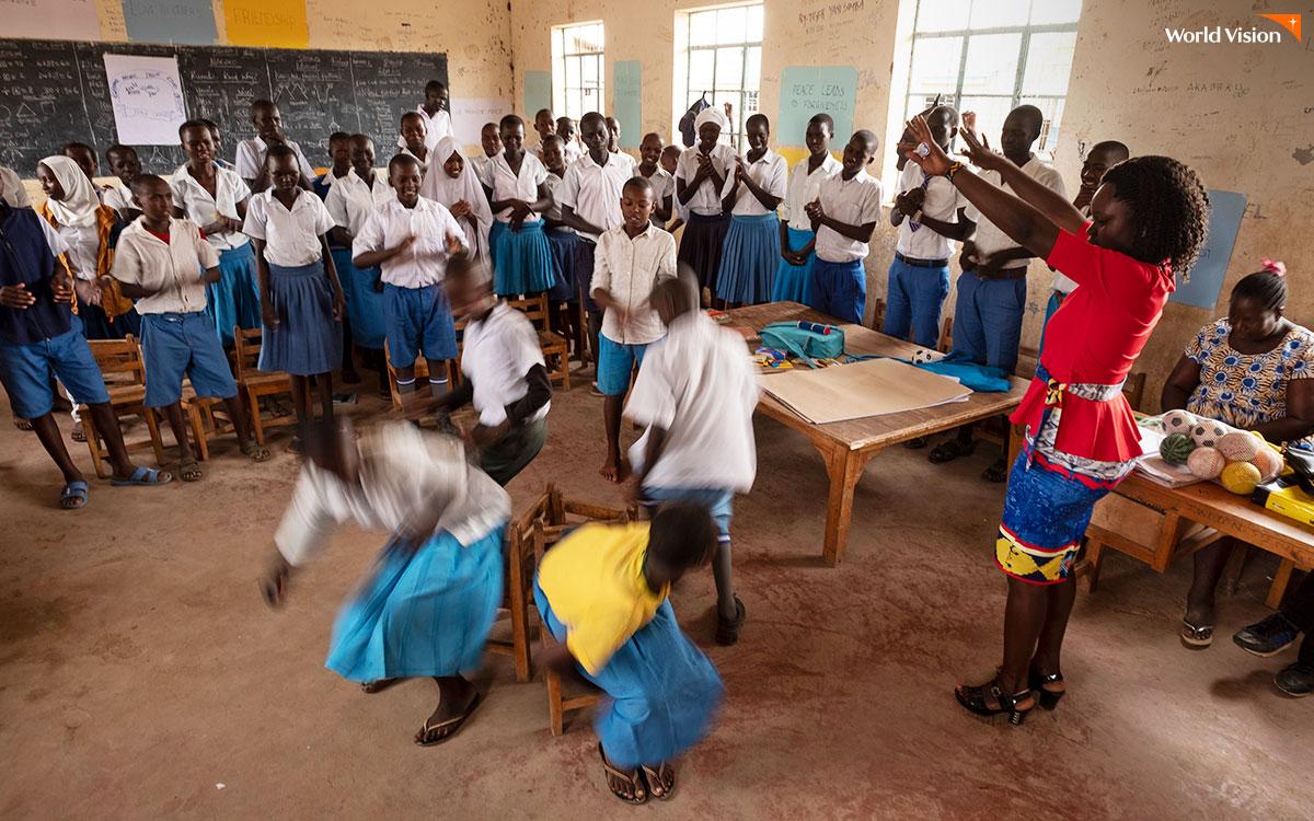 평화클럽이 진행되는 교실의 모습