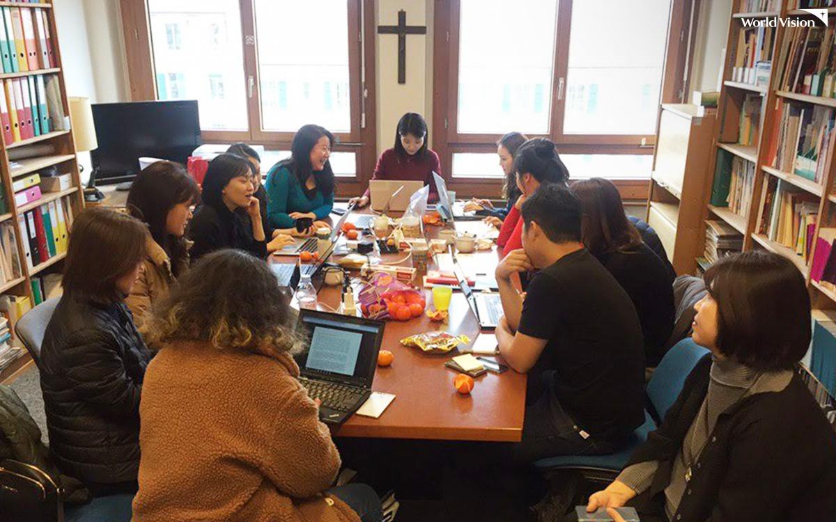 사전심의에 참여한 한국 NGO 대표단. 회의 준비 중 찰칵!