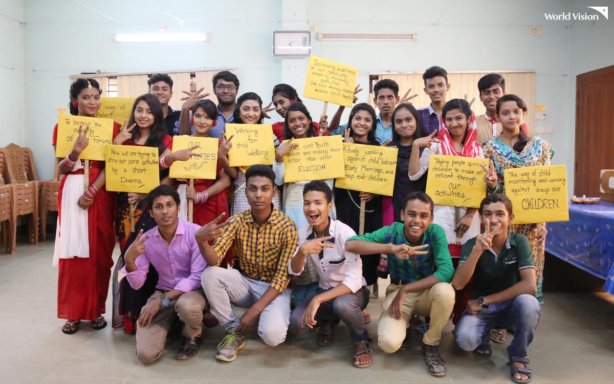 방글라데시월드비전 아동클럽 아동들이 아동보호 캠페인을 준비하는 모습