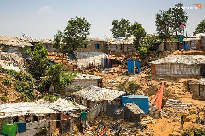 방글라데시 콕스바자르에 세운 로힝야 난민 캠프, 비가 오면 흙이 무너져내립니다. 사진 –월드비전