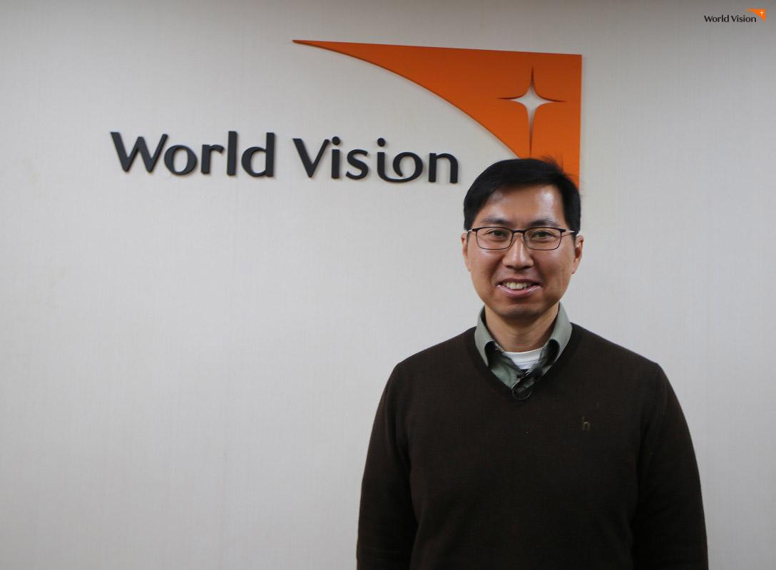 우간다에서 소외열대질환 퇴치 사업을 진행하고 있는 월드비전 GRANT/특별사업팀 김은석 차장.