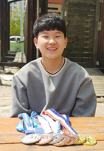 소년 레슬러 동호와 수상메달