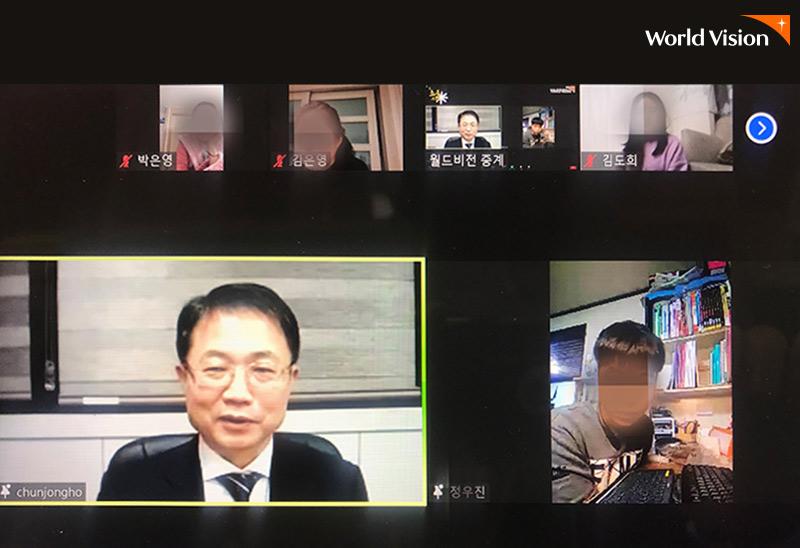 ZOOM과 유튜브로 시청자들과 함께 소통하고 있는 천종호 판사님 실시간 라아브 화면