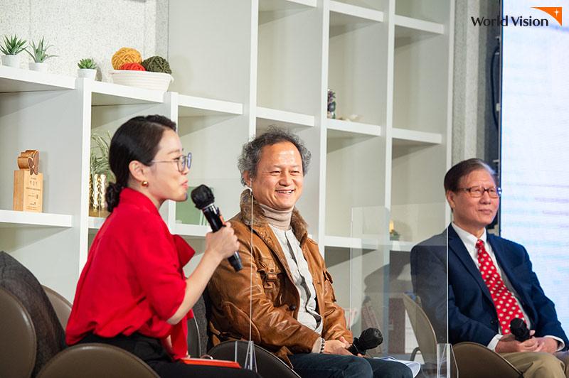 왼쪽부터 박슬기 진행자와 전상섭, 오성삼 후원자님과 후원에 대한 인터뷰 사진