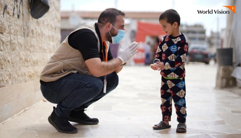 월드비전 직원과 해외아동